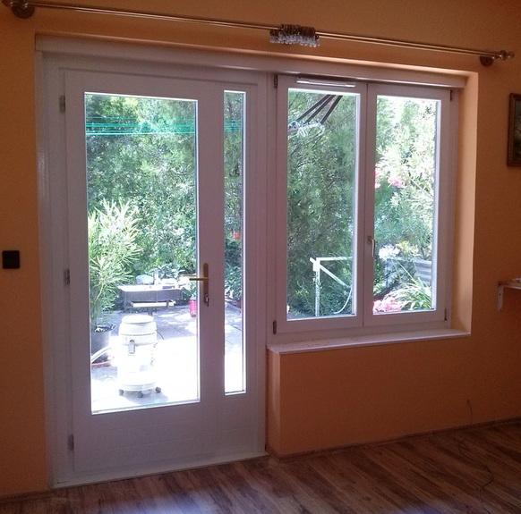 erkélyajtó kétszárnyú fa ablakkal