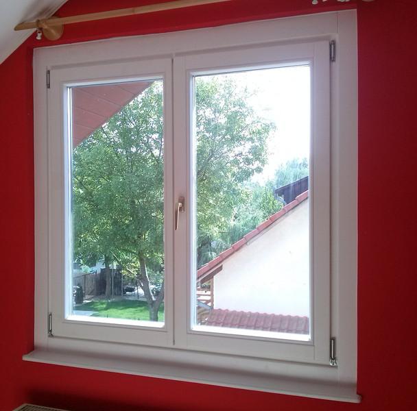 Fa ablak beépítése családi házban