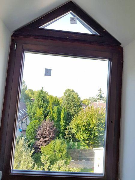 Alakos fa ablak