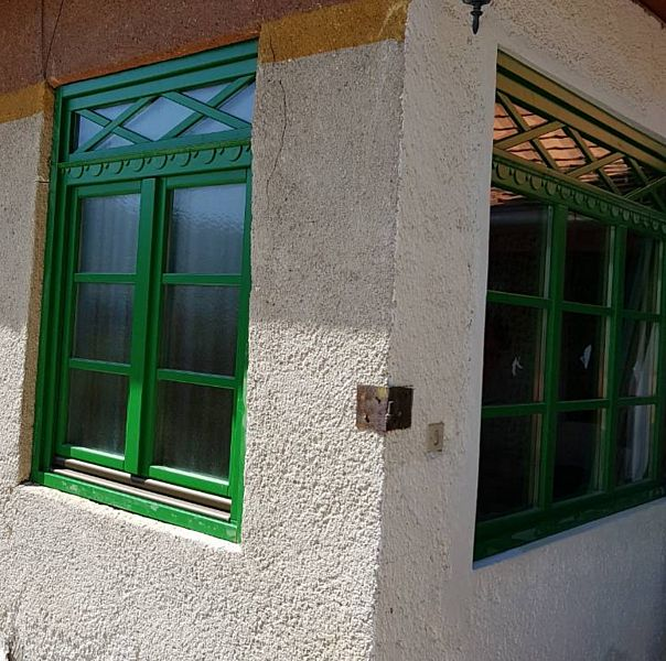 Álosztós fa ablak
