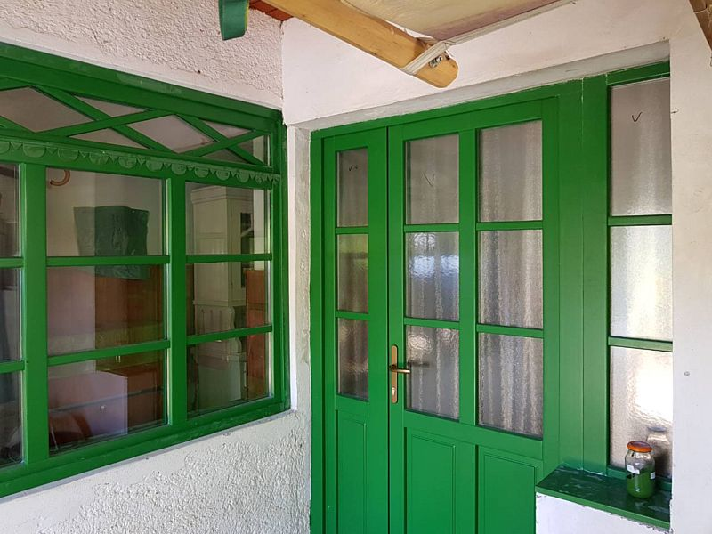 Műemlék fa ajtó és ablak