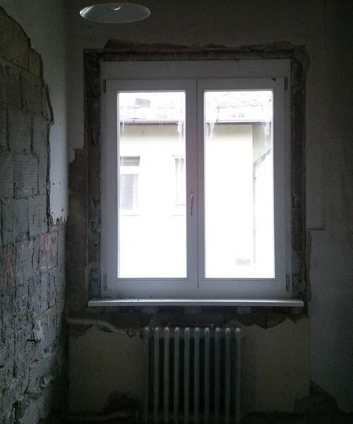 fehér fa ablak